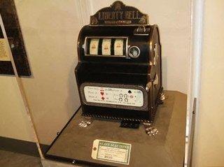 Слот Liberty Bell - первый игровой автомат